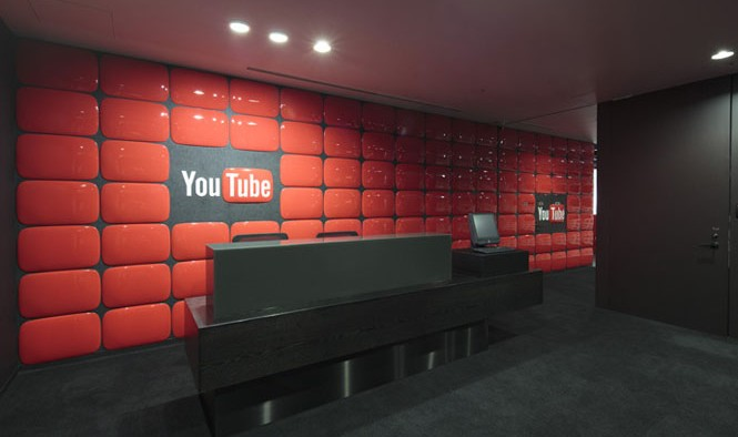 30-Tokyo-Youtube-Reception-Red-wall